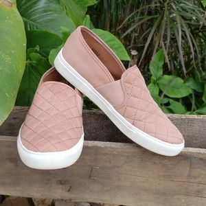 🚨NEW Steve Madden Blush Pink Quilted Slip On Shoe